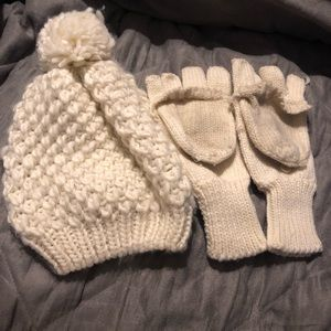 Old navy knit hat and glove/mitten set - White